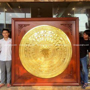 Tranh mặt trống đồng mạ vàng khung gỗ gụ cao cấp