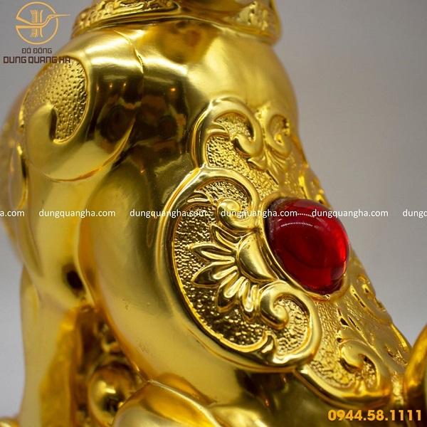 Tượng chó mạ vàng 24k lưng gắn hồng ngọc
