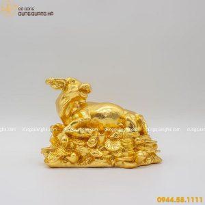 Tượng con trâu bằng đồng nằm trên tiền thếp vàng mẫu 3
