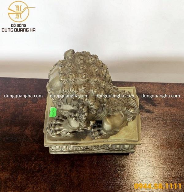 Tượng lân sư bằng đồng vàng mộc oai phong tinh xảo