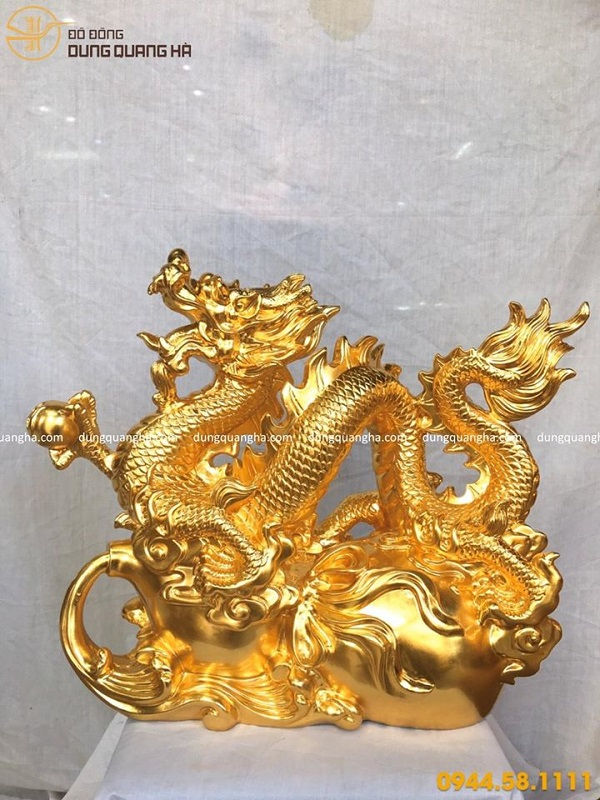 Tượng rồng bay thếp vàng - linh vật phong thủy độc đáo