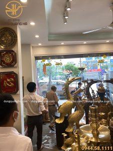 Cựu Thứ trưởng Bộ Tài nguyên và Môi trường mua đồ thờ tại Đồ đồng Dung Quang Hà