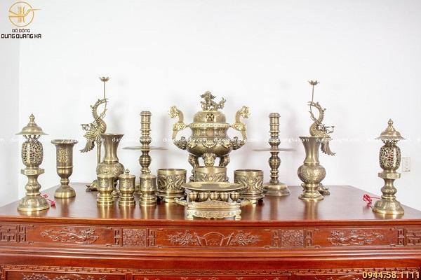 Bộ đồ thờ bằng đồng đầy đủ hai công nghệ - 70cm chạm sòi chữ Hán