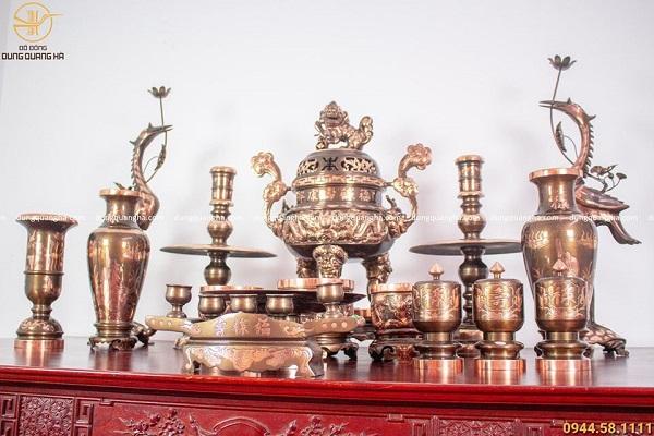Bộ đồ thờ đầy đủ đồng đỏ cạo màu - đỉnh 70cm chạm rồng