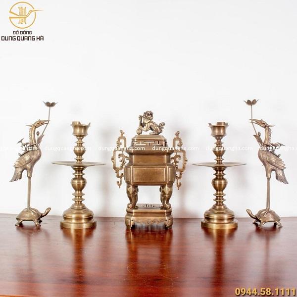 Bộ ngũ sự đồng vàng hun cổ kính - đỉnh vuông độc đáo