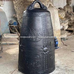 Chuông đồng Lạc Việt nặng 2 tạ cao 1m3 miệng rộng 60 cm