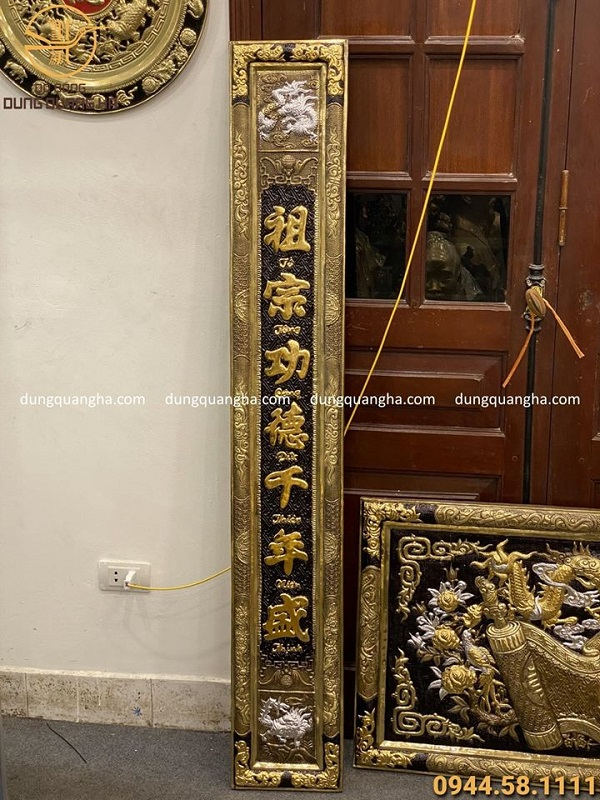 Đại tự câu đối Đức Lưu Quang bằng đồng mạ tam khí 1m55