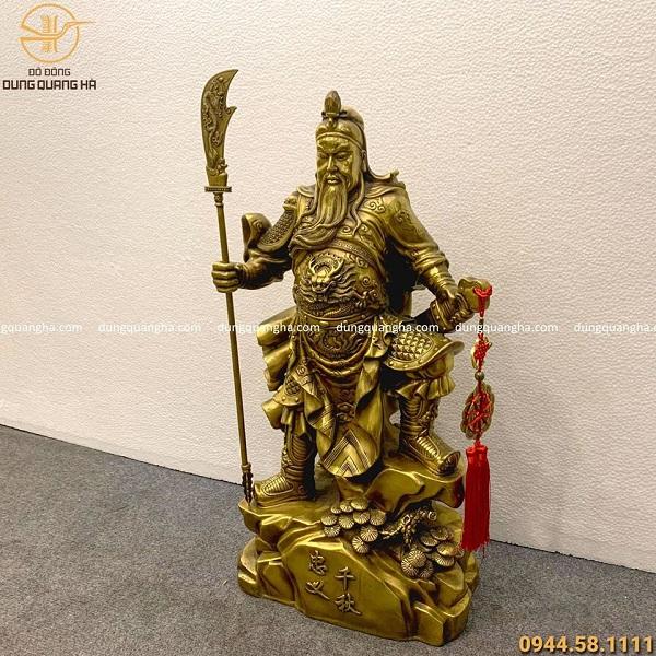 Tượng ông Quan Công cầm đao bằng đồng vàng mộc