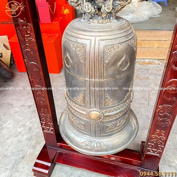 Chuông đồng cổ kính ngân vang nặng 51,6kg kèm giá gỗ