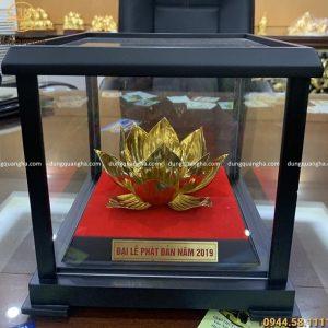 Hoa sen bằng đồng mạ vàng trưng bày Đại lễ Phật Đản