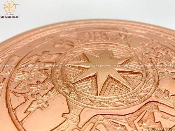 Quả trống đồng bằng đồng đỏ mộc đúc hoa văn chìm cao 20cm