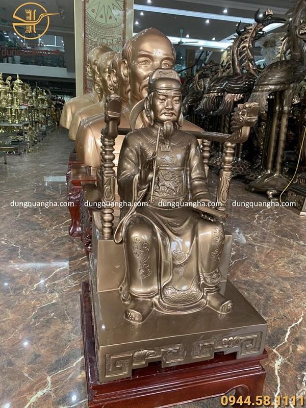 Tượng truyền thần quốc công ngồi ngai bằng đồng đỏ cao 60cm