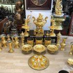Kiểm tra, đóng gói và bàn giao bộ đồ thờ mạ vàng 24k cho khách tại TP.HCM