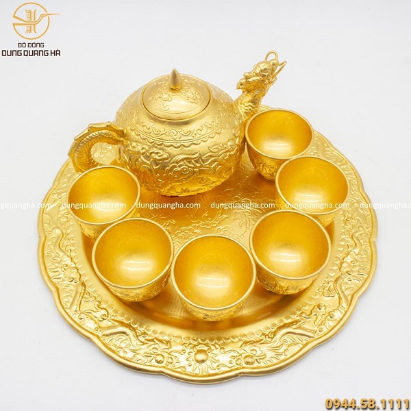 Bộ ấm trà mạ vàng 24k thiết kế ấn tượng, sang trọng