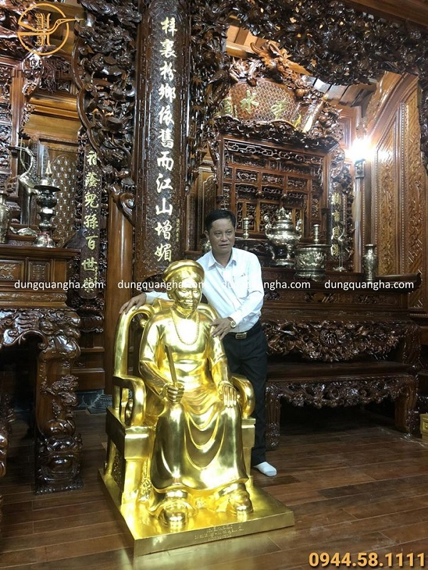 Đúc tượng chân dung ông bà ngồi ghế thếp vàng cao 1m7