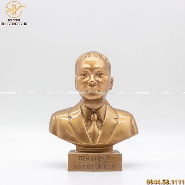 Đúc tượng chân dung tiến sĩ luật bằng đồng đỏ cao 21cm