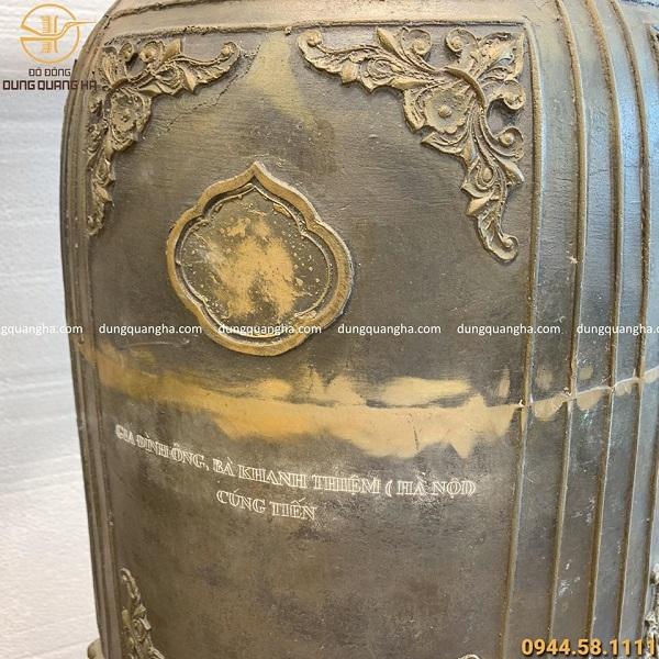 Quả chuông đồng nặng 89kg kèm giá đỡ bằng gỗ