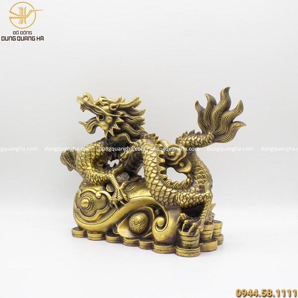 Tượng rồng nắm long châu bằng đồng vàng mộc cao 27cm dài 40cm