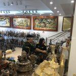 Vinh dự đón khách hàng thuộc Tổng cục chính trị đến cơ sở Đồ Đồng Dung Quang Hà lựa chọn đỉnh thất lân vờn cầu