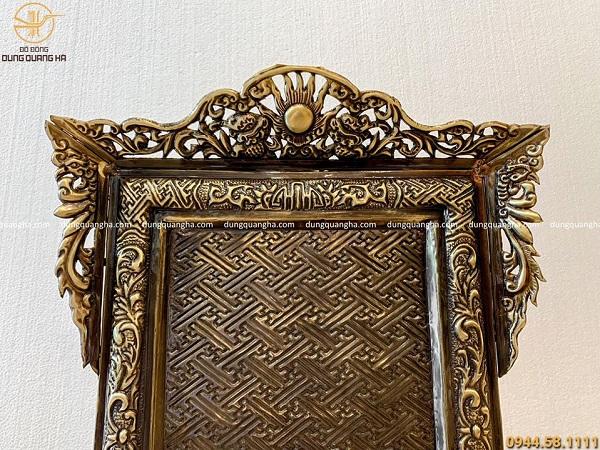 Khung ảnh thờ đẹp bằng đồng cao 58cm hoa văn cổ kính