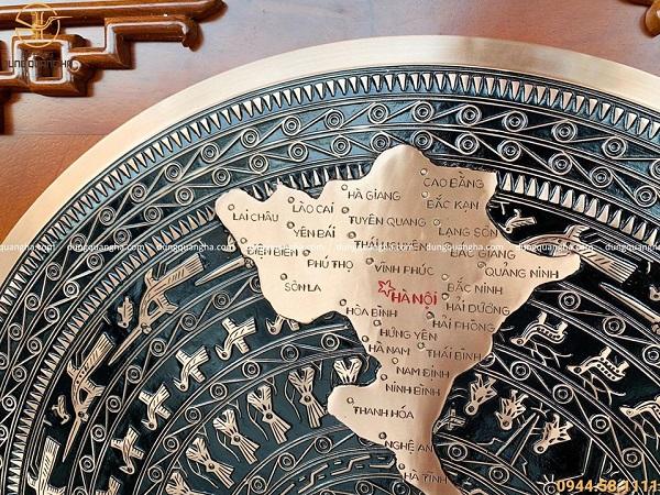 Tranh trống đồng đỏ bản đồ Việt Nam (mặt trống 70cm - khung gỗ gụ 98cm)