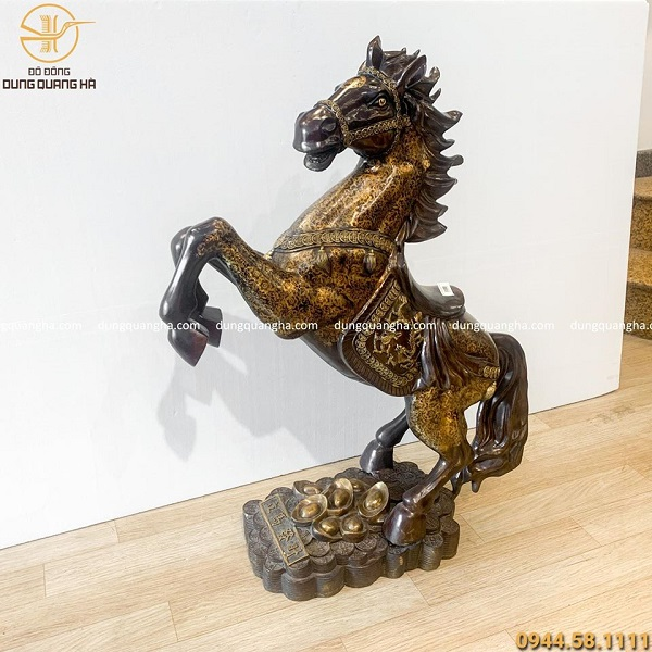 Tượng ngựa hí bằng đồng vàng sơn màu tinh xảo cao 1m