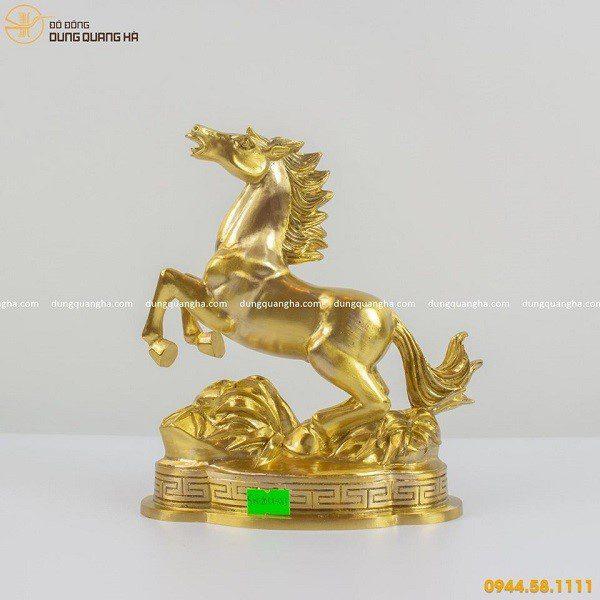 Tượng ngựa bằng đồng cát tút sang trọng và độc đáo