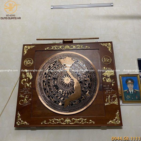 Mặt trống đồng bản đồ Việt Nam 60cm khung gỗ gụ thếp vàng 88cm