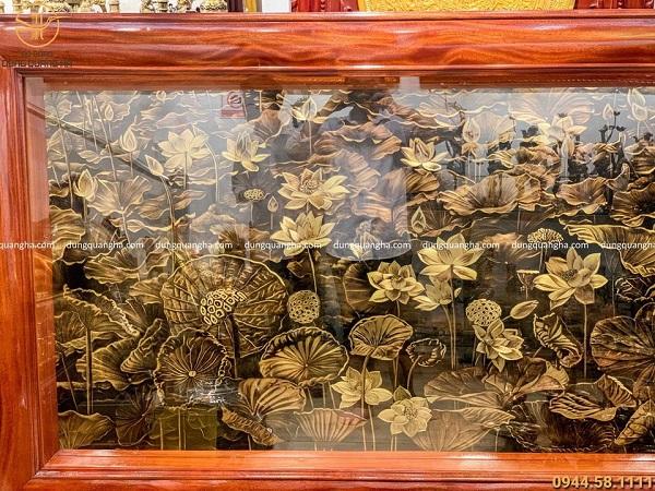 Tranh hoa sen bằng đồng vàng xước chìm giả cổ 2m3 x 1m2