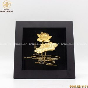 Tranh hoa sen lưu niệm mạ vàng kích thước 20cm x 20cm