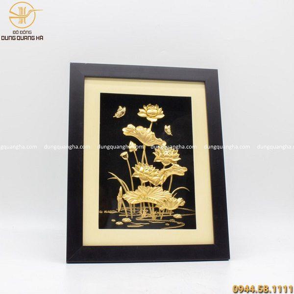 Tranh hoa sen mạ vàng 34cm x 26cm - quà lưu niệm độc đáo