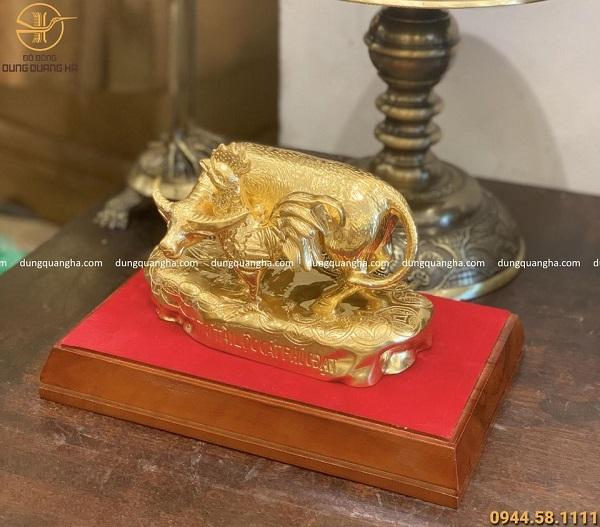 Tượng đồng 12 con giáp : trâu và gà thếp vàng (mẫu khách đặt)