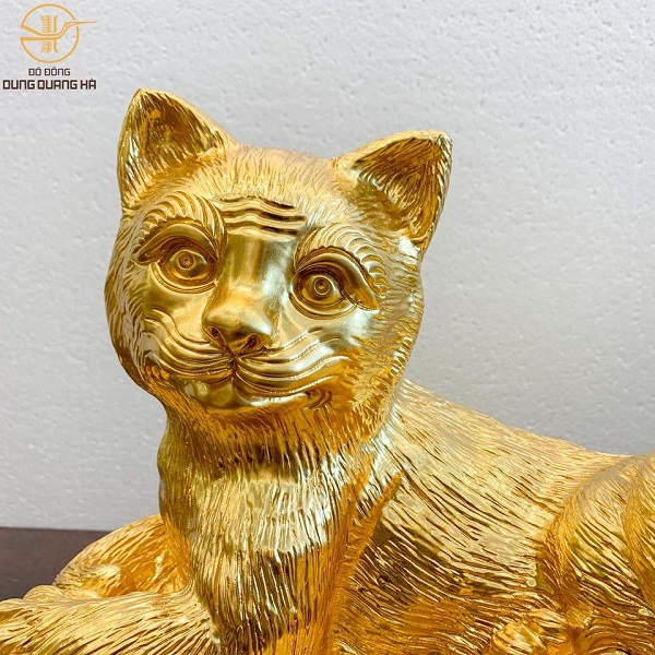 Tượng mèo bằng đồng đỏ dát vàng cao 32cm ngang 38cm