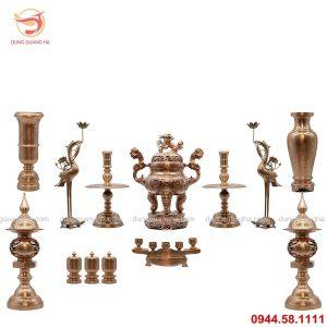 Bộ đồ thờ ngũ sự bằng đồng chạm rồng nổi và phụ kiện