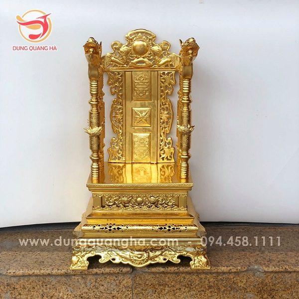 Ngai thờ gia tiên bằng đồng mạ vàng của đồ đồng Dung Quang Hà