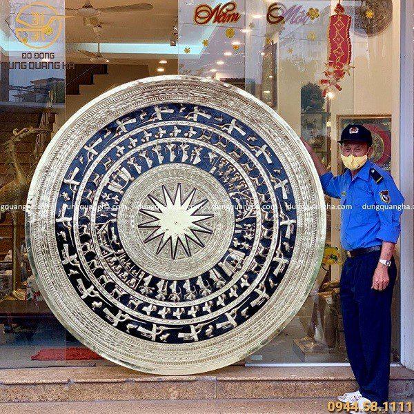Mặt trống đồng vàng thúc nổi đường kính 1m9
