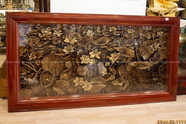 Tranh hoa sen đồng vàng xước phẳng 1m72 x 89cm khung trơn