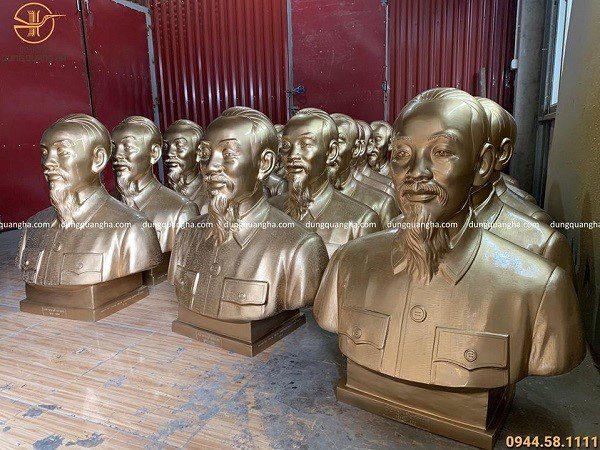 Công trình 20 pho tượng Bác Hồ bán thân cao 80 cm chuẩn bị cho đại hội.