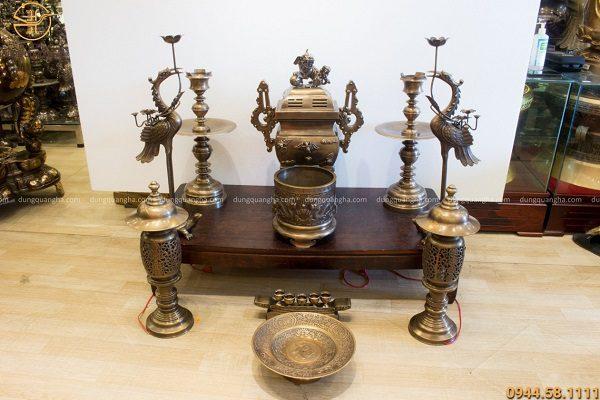 Bộ ngũ sự vuông và phụ kiện đồ thờ bằng đồng vàng hun