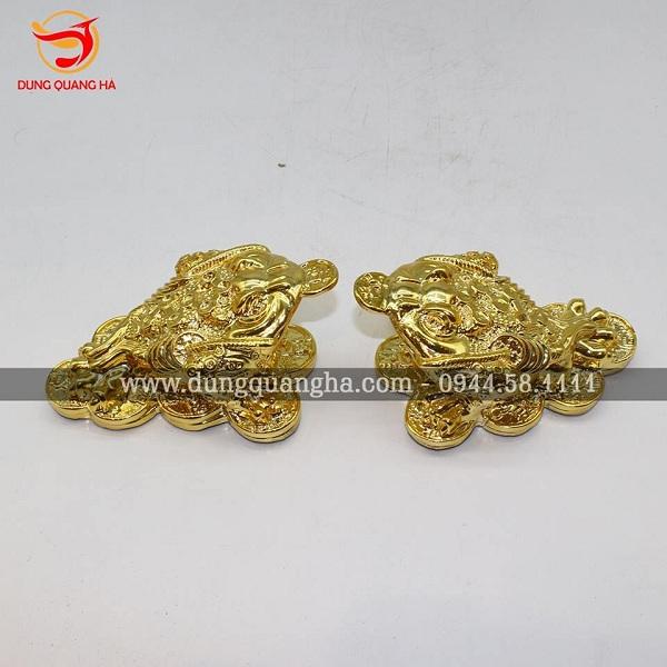 Cặp thiềm thừ chất liệu đồng mạ vàng