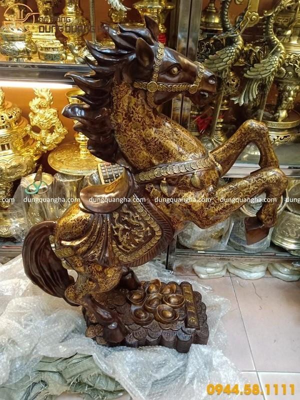 Tượng ngựa phong thủy cao 1m bằng đồng vàng sơn màu cao cấp