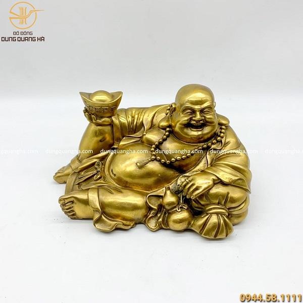 Tượng Phật Di Lặc nằm nâng kim nguyên bảo bằng đồng vàng