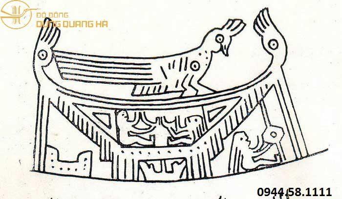 Mặt trống đồng chạm khắc hoạ tiết nhà sàn xưa