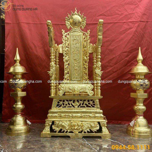 Ngai thờ 81cm dát vàng và đôi đèn thờ 71cm dát vàng