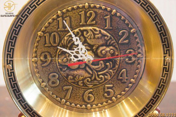 Quà tặng đồng hồ bằng đồng đế gỗ cao 25cm