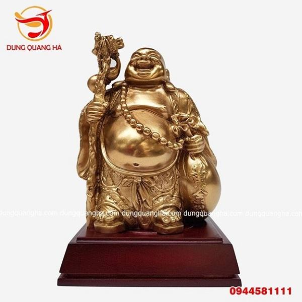 Bức tượng Phật đứng