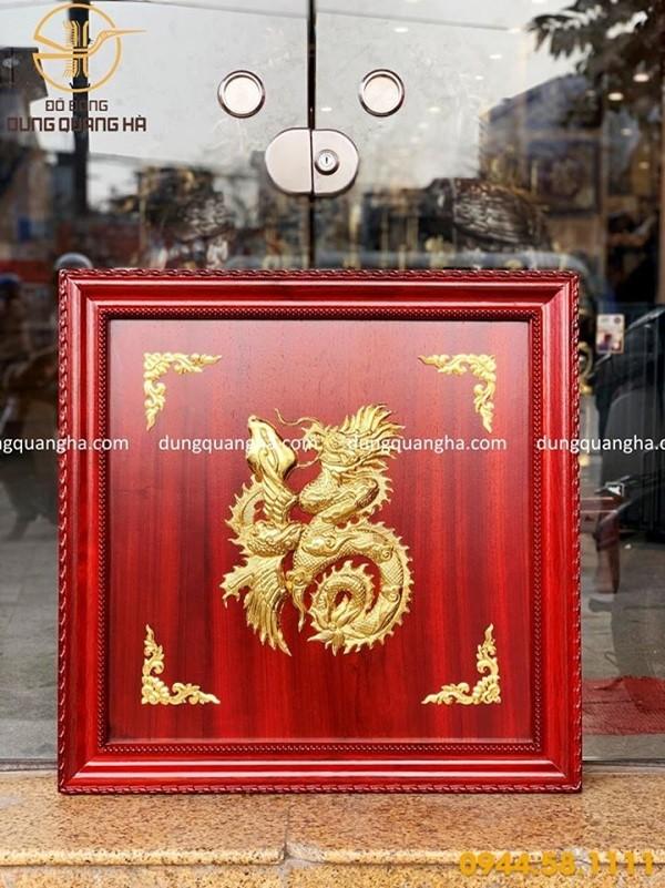 Tranh chữ Phúc dát vàng 9999 – khung gỗ hương đỏ