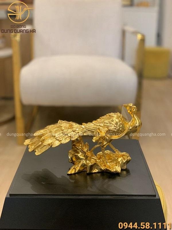 Tượng chim công phong thủy thếp vàng kích thước 27x15cm