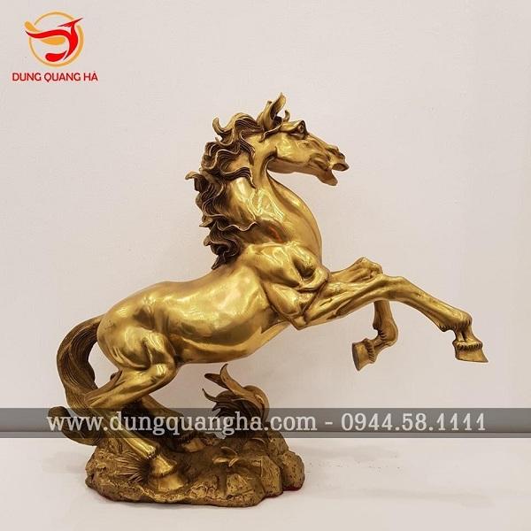 Tượng ngựa bằng đồng vàng mộc
