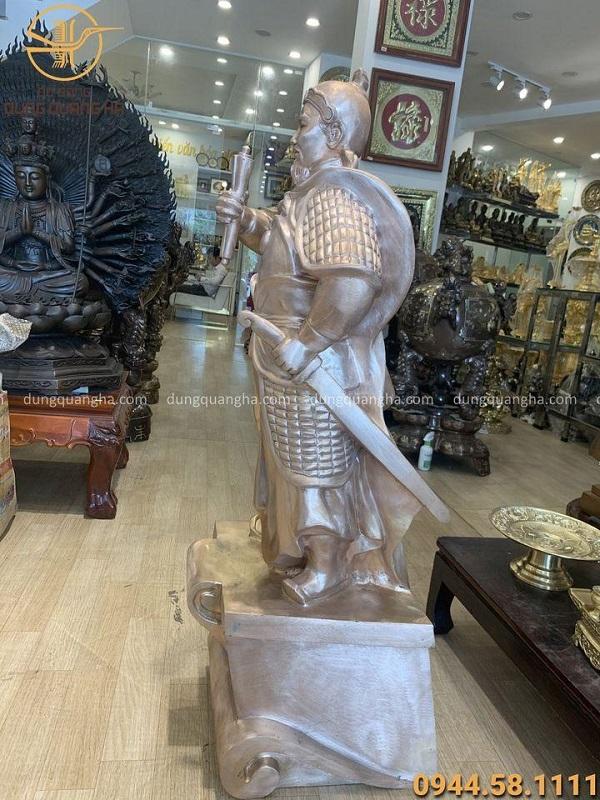 Tượng Trần Hưng Đạo đứng bằng đồng đỏ mộc cao 1m2
